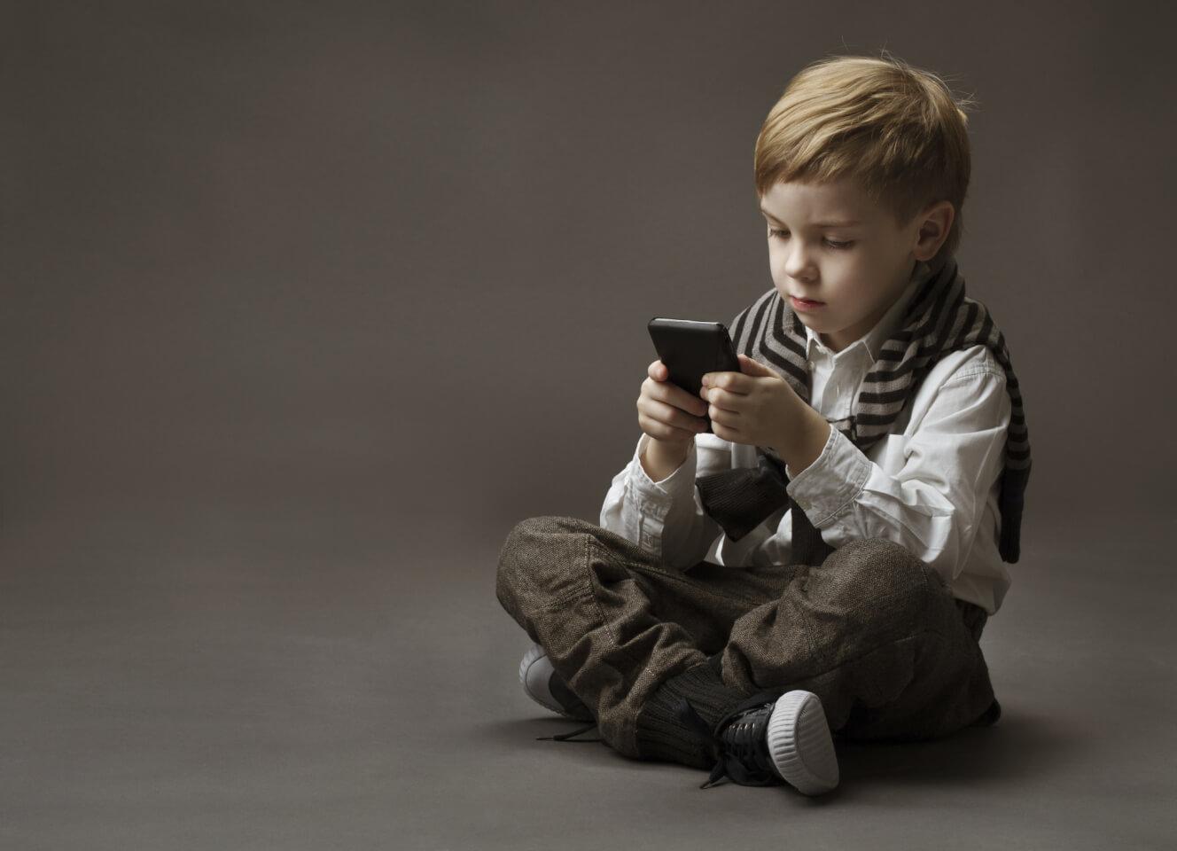 Çocukları Bilgisayar ve Telefonlardan Uzak Tutmanın Yolları